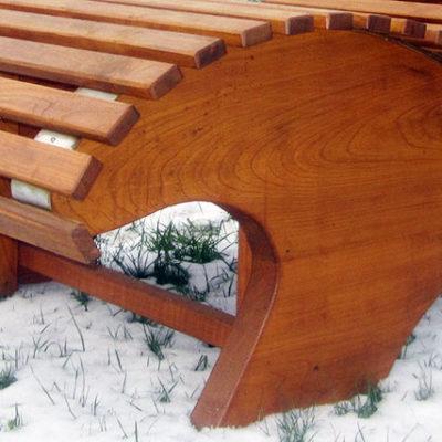 pfeifers-rustikale-gartenmoebel-liegebank-detail-2